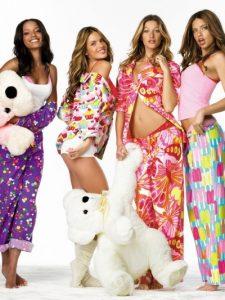 Фото девушки в пижаме   очень красивые 026