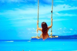 Фото девушки со спины на море брюнетки   сборка (16)