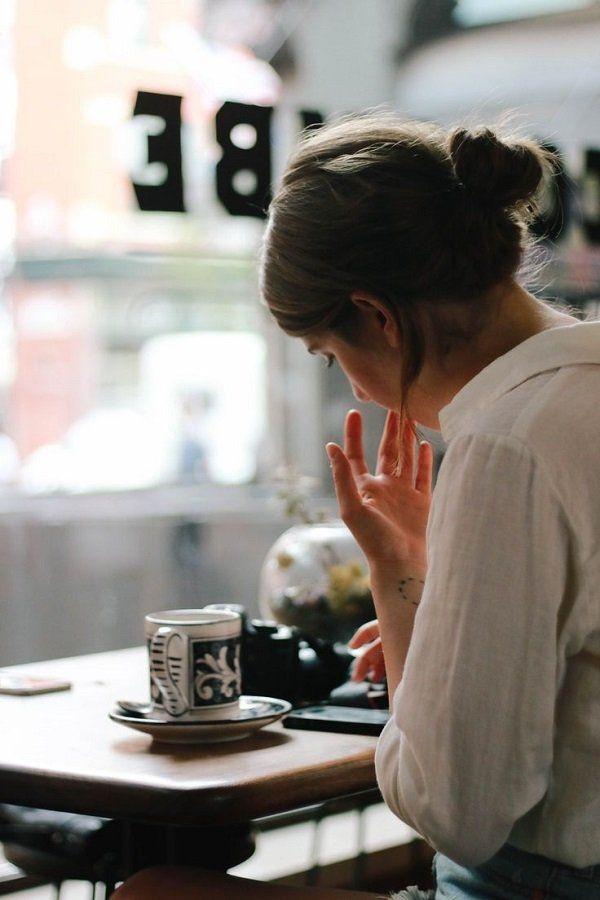 Фото девушки с чашкой кофе в руках   подборка (1)