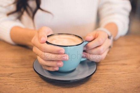 Фото девушки с чашкой кофе в руках   подборка (12)