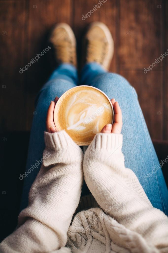 Фото девушки с чашкой кофе в руках   подборка (14)