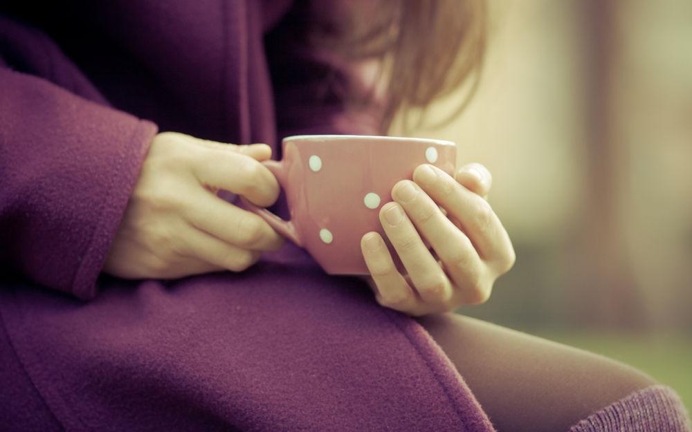 Фото девушки с чашкой кофе в руках   подборка (16)