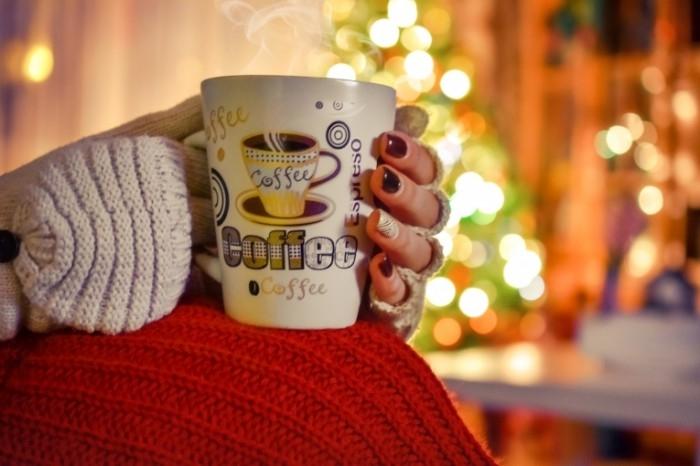 Фото девушки с чашкой кофе в руках   подборка (18)