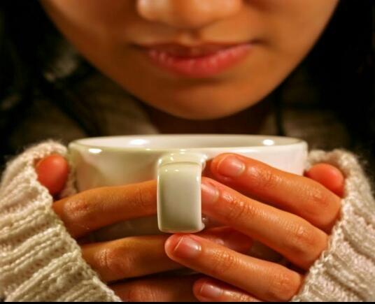 Фото девушки с чашкой кофе в руках   подборка (20)