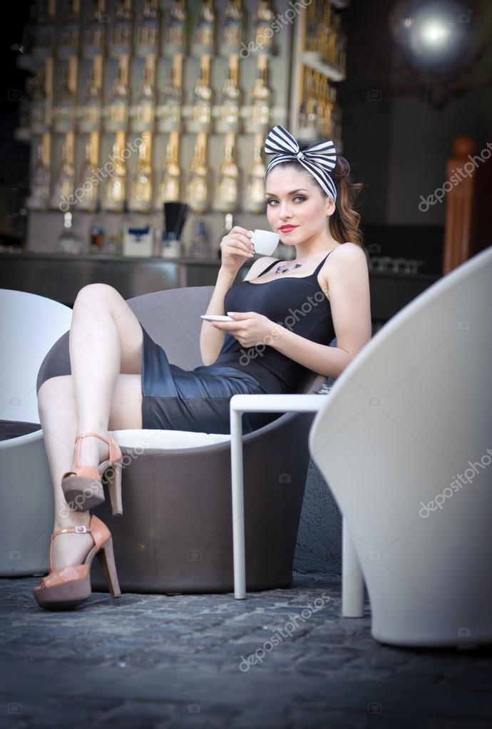 Фото девушки с чашкой кофе в руках   подборка (21)