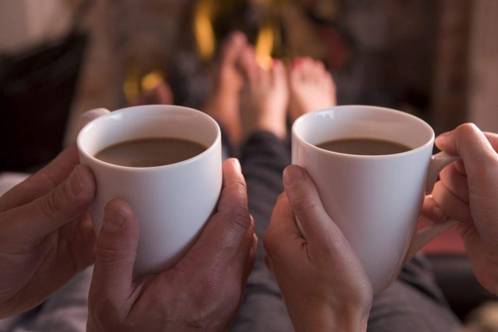 Фото девушки с чашкой кофе в руках   подборка (5)
