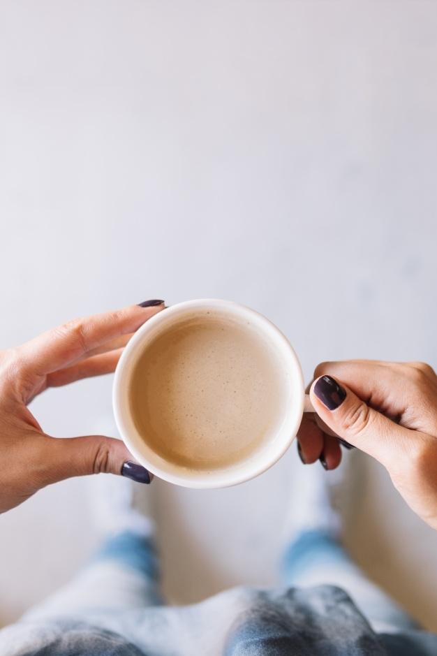 Фото девушки с чашкой кофе в руках   подборка (7)