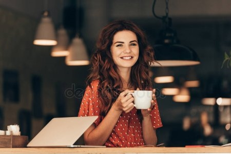 Фото девушки с чашкой кофе в руках   подборка (8)