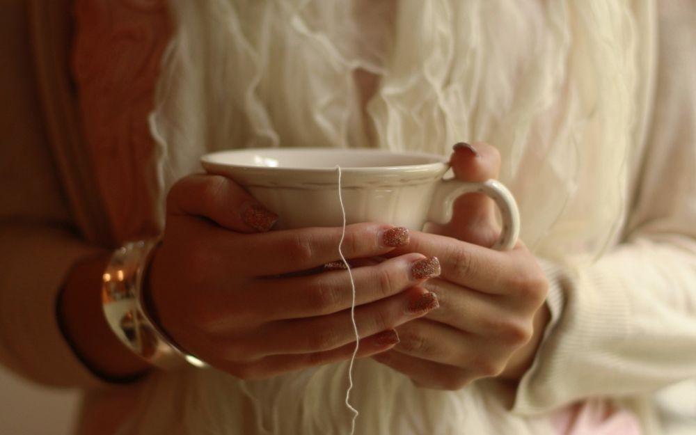 Фото девушки с чашкой кофе в руках   подборка (9)