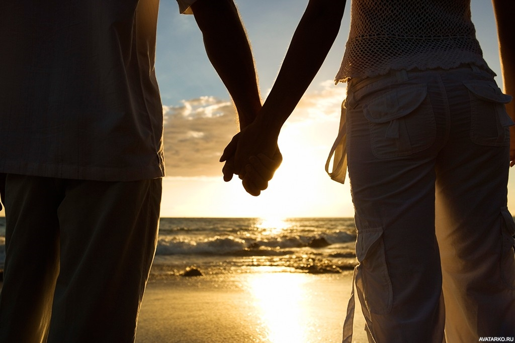 Фото за руки держатся парень и девушка 007