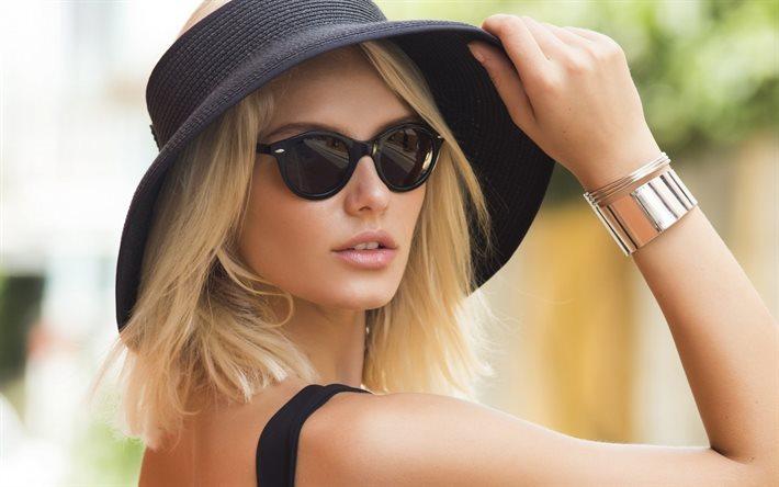 Фото красивых блондинок в очках на улице (1)