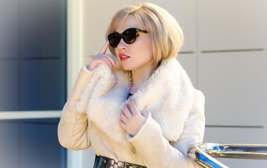 Фото красивых блондинок в очках на улице (16)