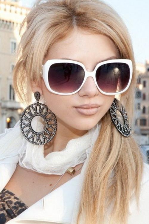 Фото красивых блондинок в очках на улице (17)