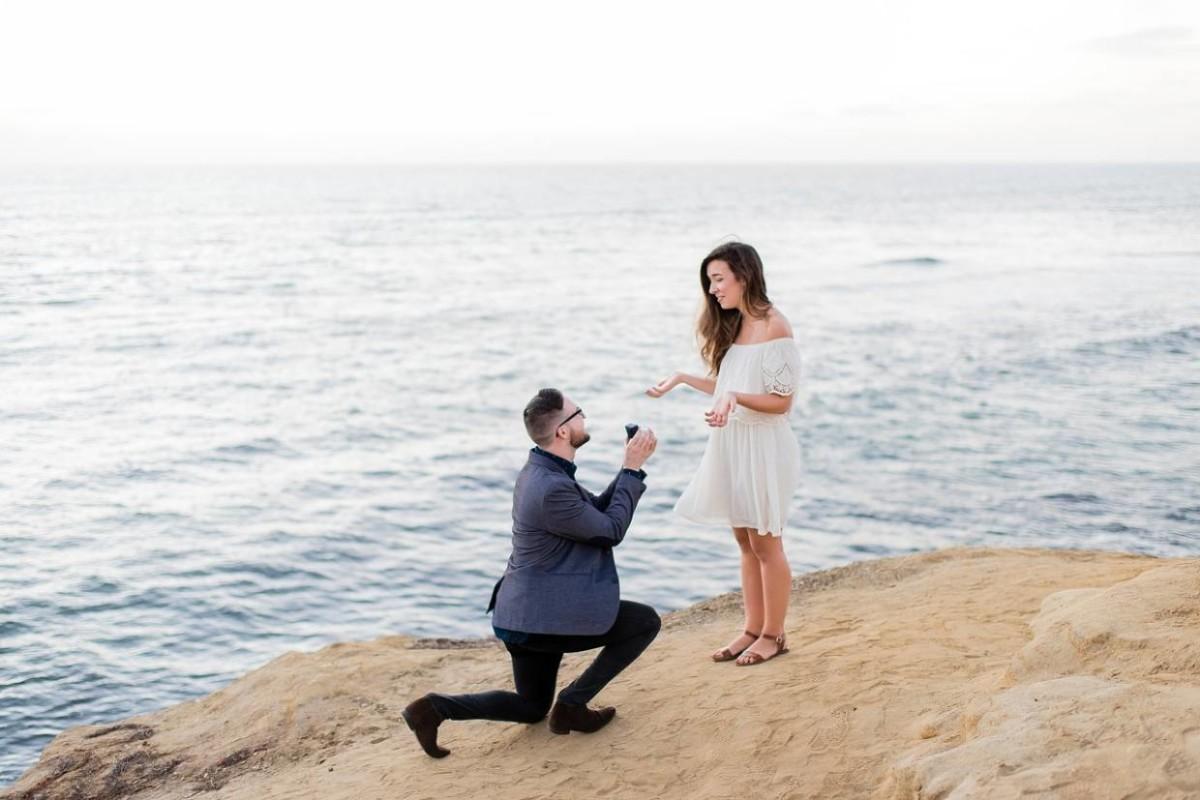Фото парень перед девушкой на коленях   сборка картинок (11)