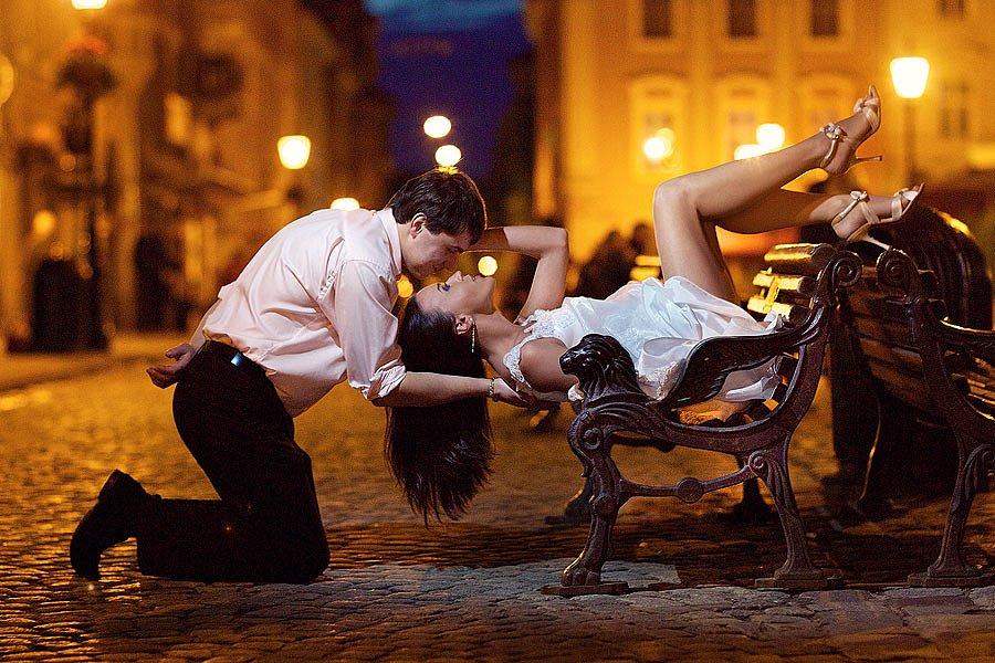 Фото парень перед девушкой на коленях   сборка картинок (12)