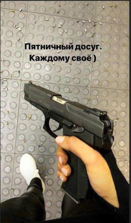 Фото пистолет в руках девушки 026