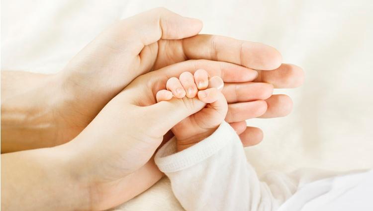 Фото руки мамы и ребенка   подборка 017