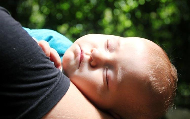 Фото руки мамы и ребенка   подборка 022