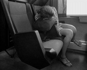 Фото спящих в поезде девушек 025