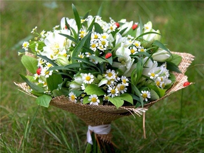 Букеты из садовых цветов фото   красивые003