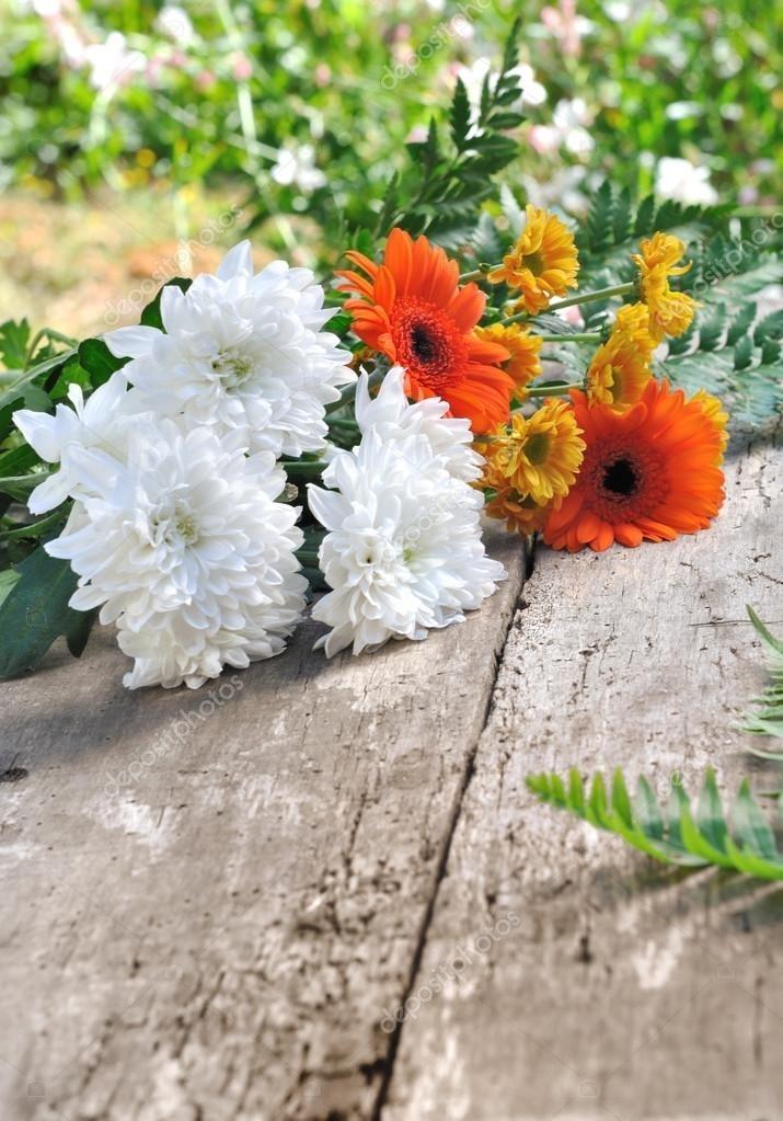 Букеты из садовых цветов фото   красивые004