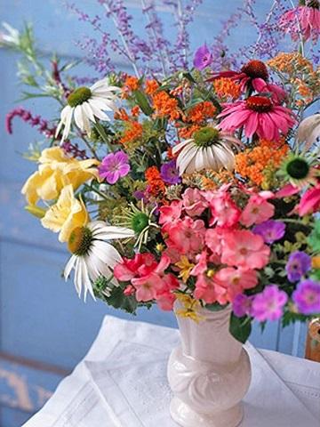 Букеты из садовых цветов фото   красивые015