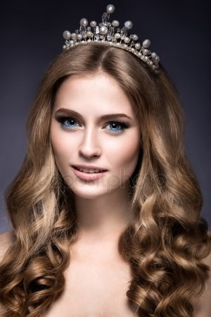 Девушка в короне на аву   красивая017