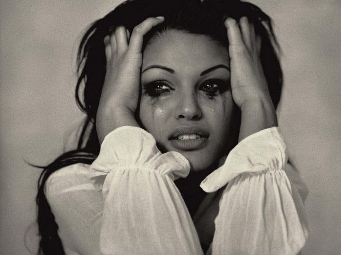 Картинки женщина в слезах   красивая подборка002