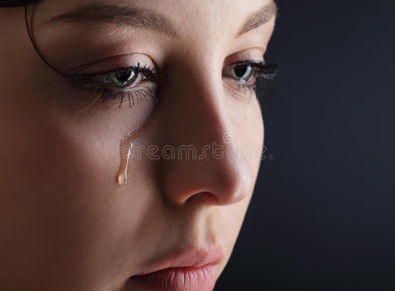 Картинки женщина в слезах   красивая подборка018