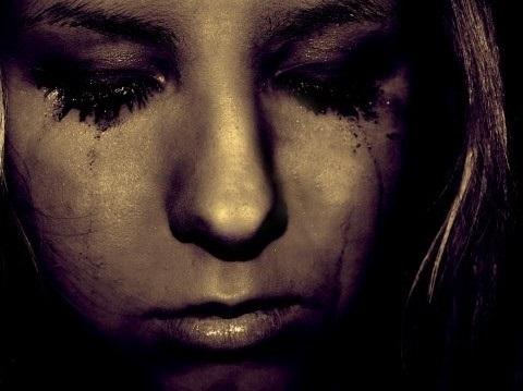 Картинки женщина в слезах   красивая подборка023