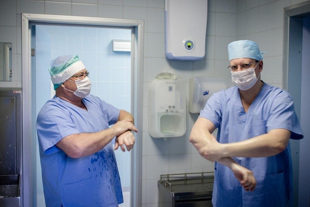 Картинки с днем травматолога   очень красивые014