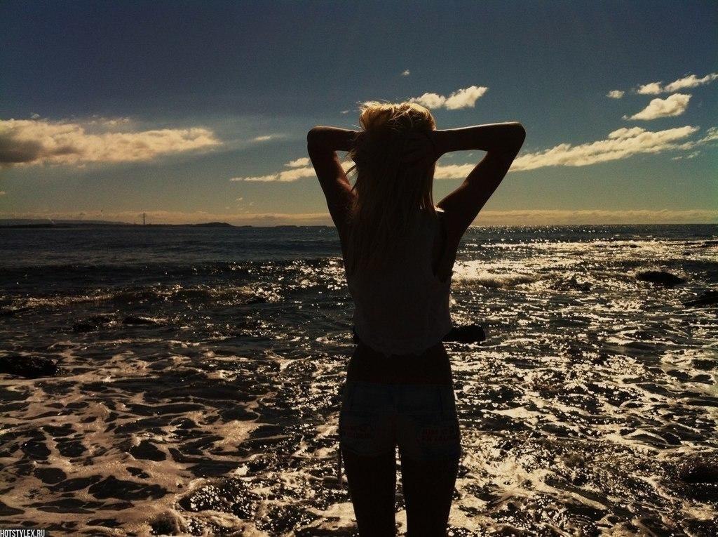 Красивые девушки фото со спины на природе002