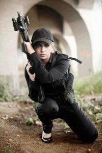 Блондинка с пистолетом фото на аву015