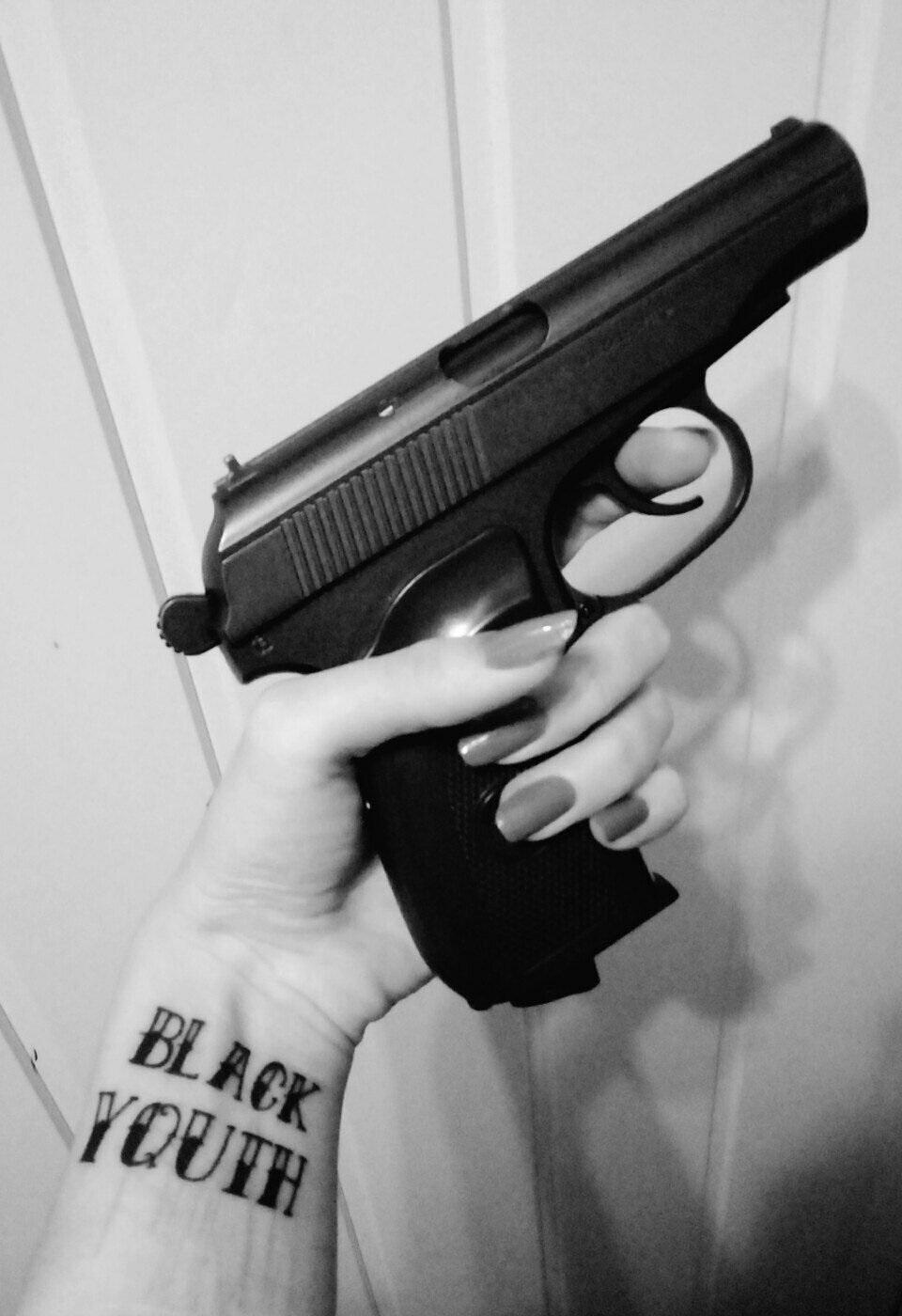 Девушка с пистолетом фото на аву001