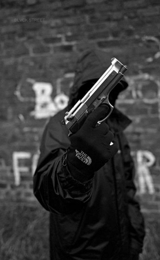 Девушка с пистолетом фото на аву010