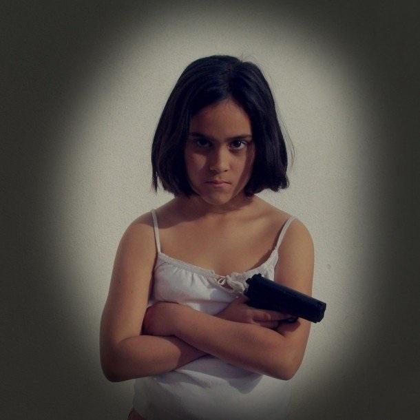 Девушка с пистолетом фото на аву013