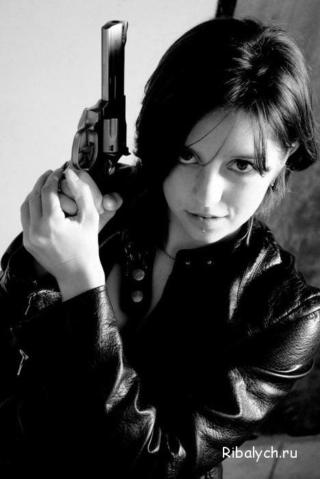 Девушка с пистолетом фото на аву014