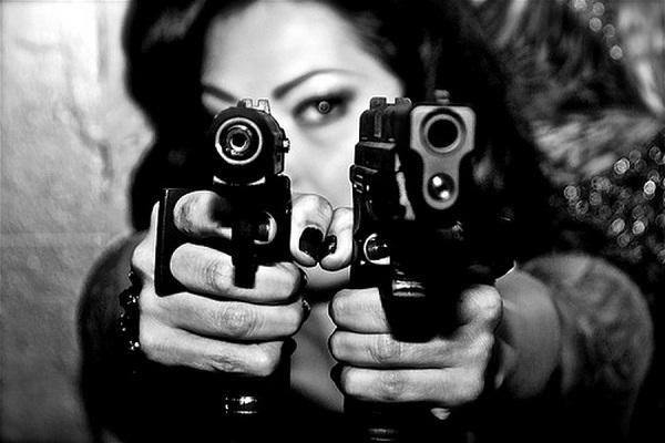 Девушка с пистолетом фото на аву015