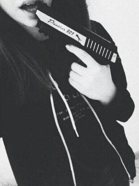 Девушка с пистолетом фото на аву020