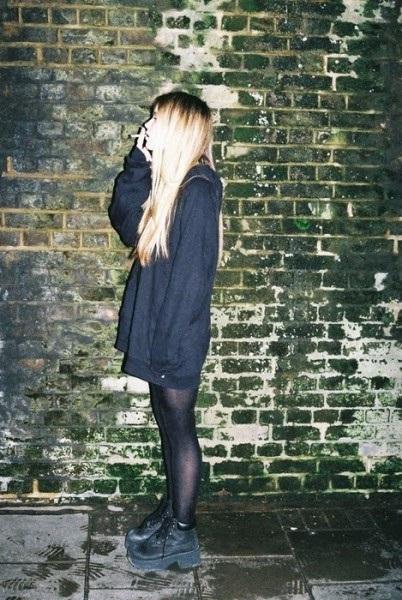 Девушка с сигаретой фото на аву002