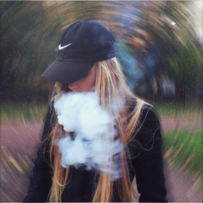 Девушка с сигаретой фото на аву003