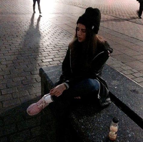 Девушка с сигаретой фото на аву009