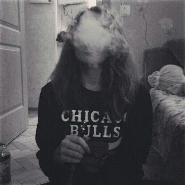 Девушка с сигаретой фото на аву010
