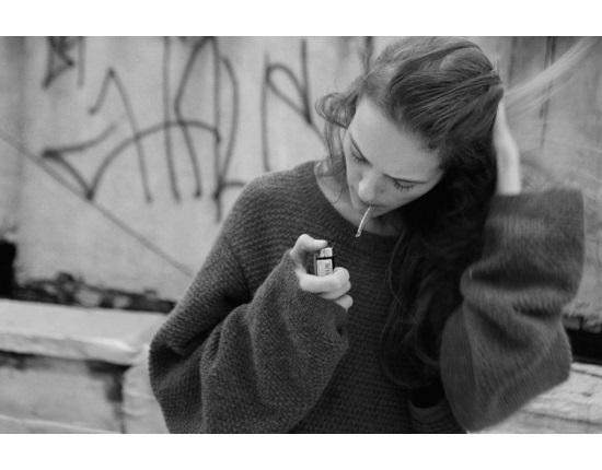 Девушка с сигаретой фото на аву013