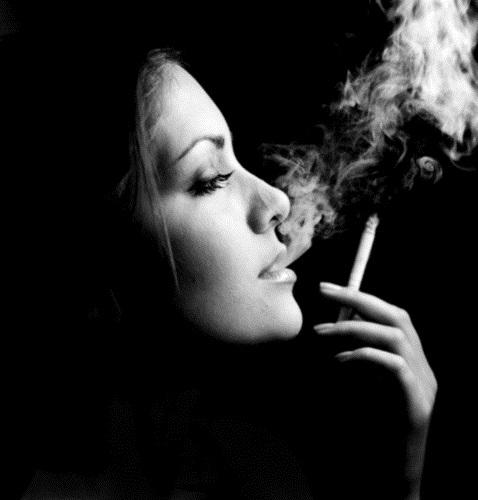 Девушка с сигаретой фото на аву017