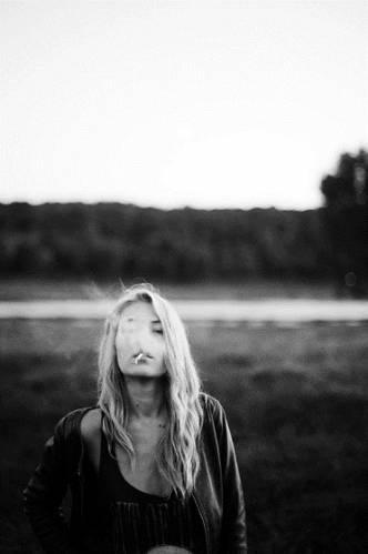 Девушка с сигаретой фото на аву022