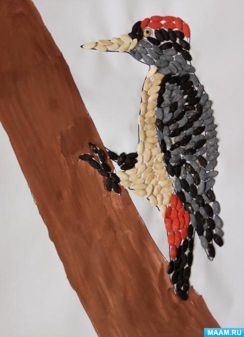 Картинка для детей дятел на дереве 010