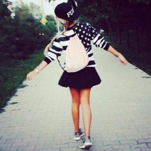 Картинки девушек на аву в шапке011
