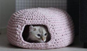Связать крючком домик для кошки005