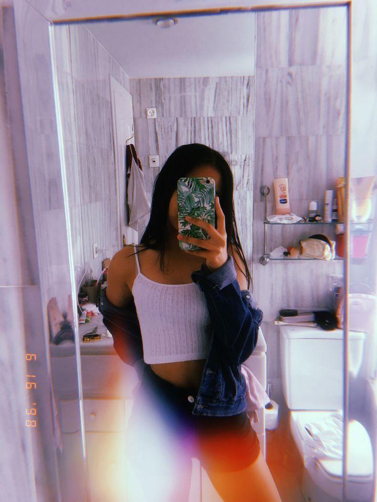 Фото девушек в зеркало с телефоном без лица (13)